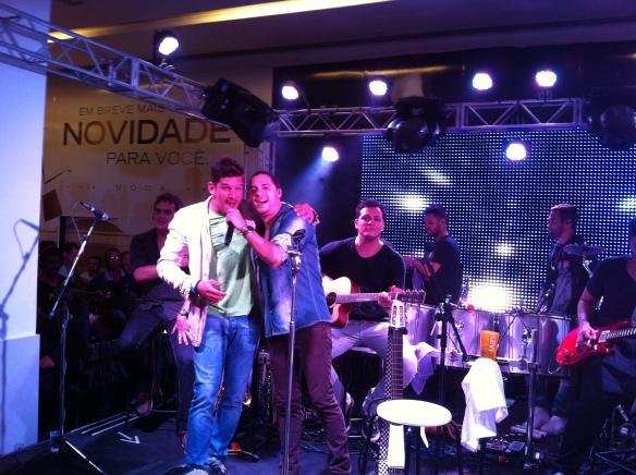 Felipe Pezzoni, novo vocal do Eva após o Carnaval, convidado a subir ao palco